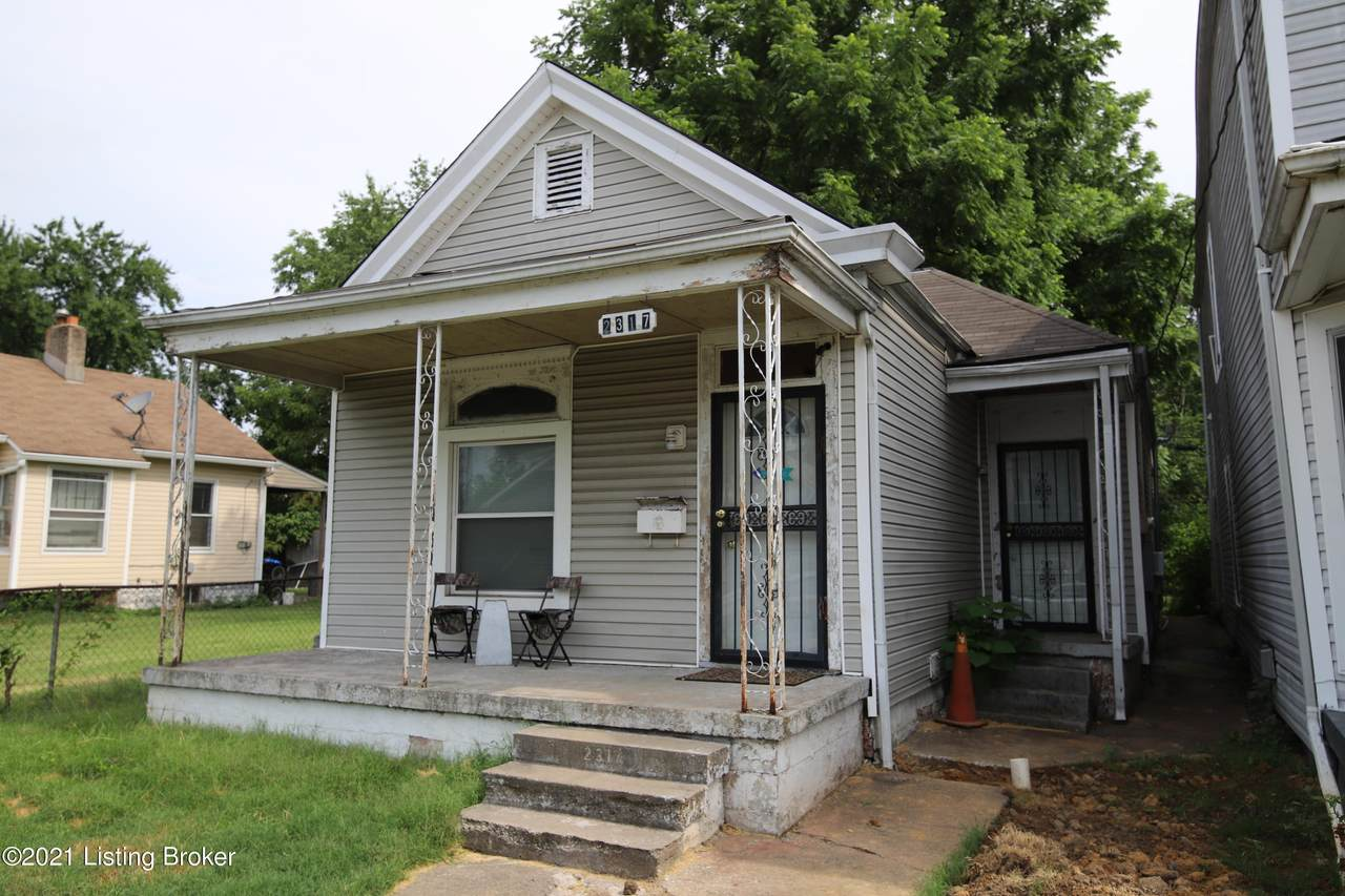 2317 Burnett Ave - Photo 1