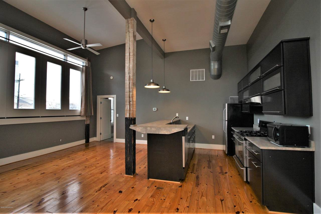 2920 Frankfort Ave - Photo 1