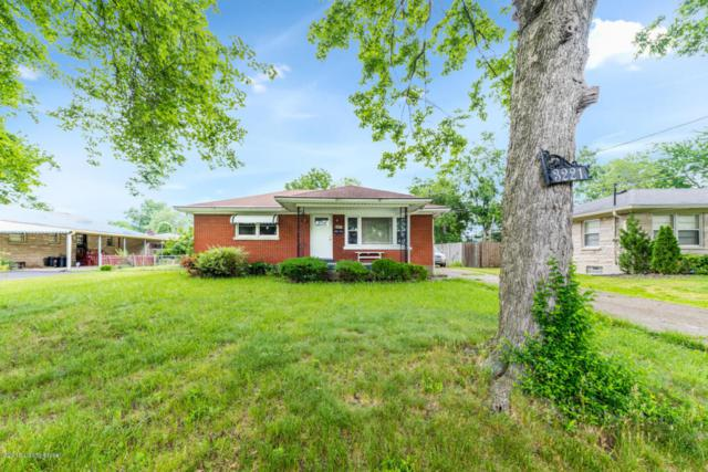 3221 Stegner Ave, Louisville, KY 40216 (#1504100) :: Segrest Group