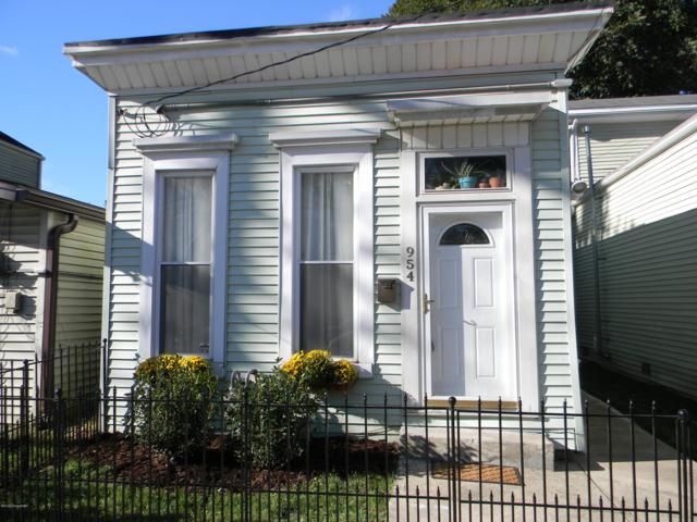 954 Vine St, Louisville, KY 40204 (#1517457) :: The Sokoler-Medley Team