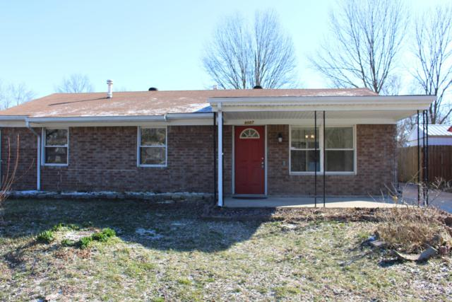 9007 Maplecreek Dr, Louisville, KY 40219 (#1526115) :: The Sokoler-Medley Team