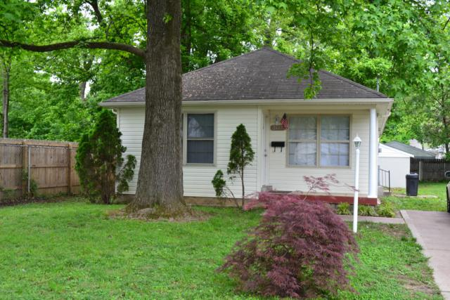 2417 Dexter Ave, Louisville, KY 40216 (#1532081) :: The Sokoler-Medley Team
