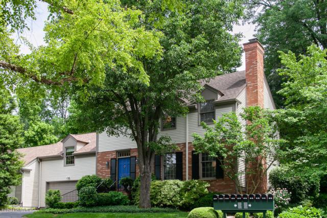 5206 Indian Woods Ct, Louisville, KY 40207 (#1532930) :: The Stiller Group