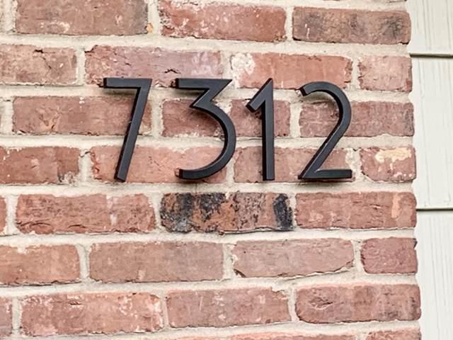 7312 Glen Arbor Rd, Louisville, KY 40222 (#1556524) :: The Sokoler-Medley Team