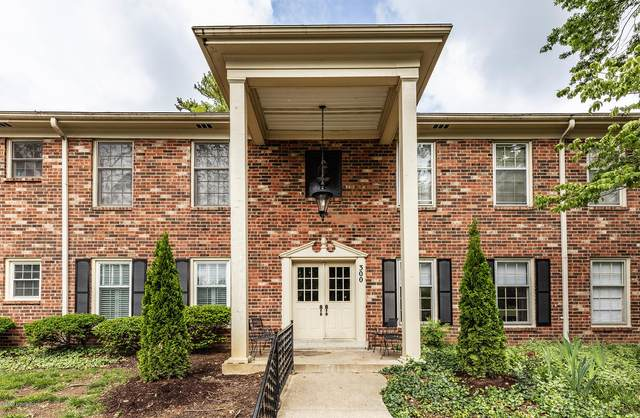 300 Stonehenge Dr #103, Louisville, KY 40207 (#1560080) :: The Price Group