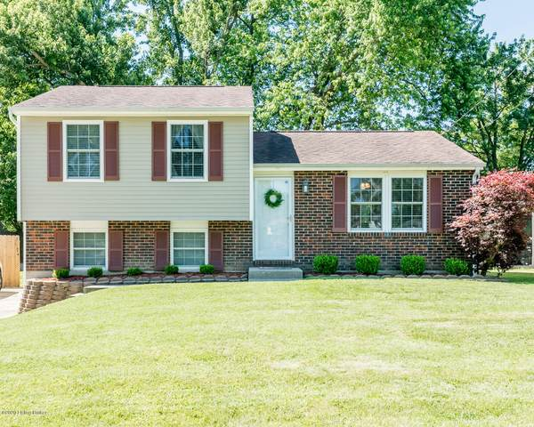 243 Saguaro Dr, Louisville, KY 40229 (#1561683) :: The Stiller Group