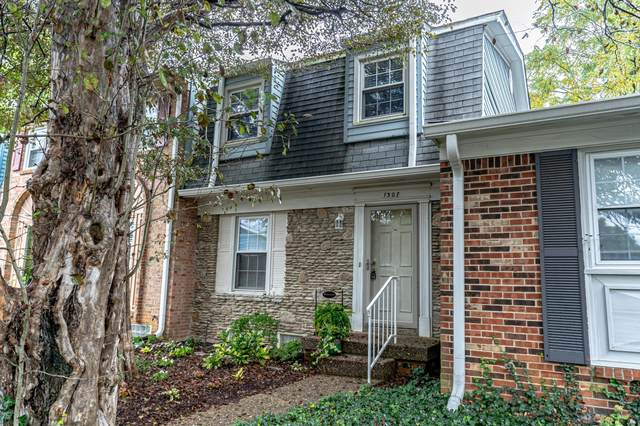 1307 Lancaster Pl, Louisville, KY 40222 (#1570455) :: The Sokoler Team