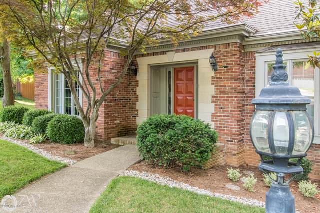 10703 Boxwood Hill Ct, Louisville, KY 40223 (#1571831) :: The Price Group