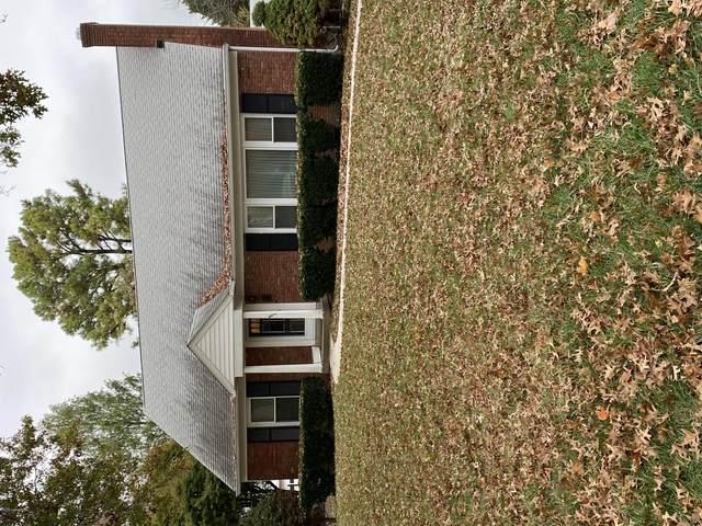 4411 Saint Regis Ln, Louisville, KY 40220 (#1572647) :: The Sokoler Team