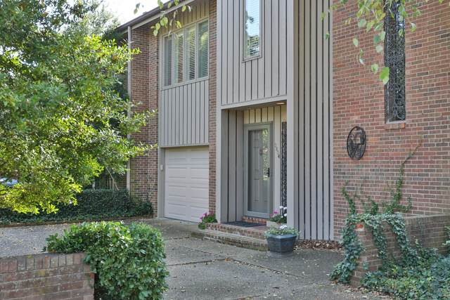 3834 Washington Square, Louisville, KY 40207 (#1571134) :: The Sokoler Team