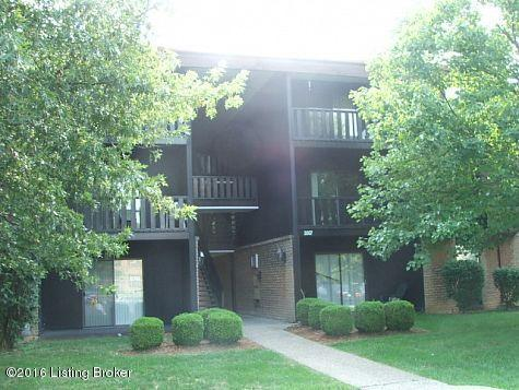3507 Lodge Ln #214, Louisville, KY 40218 (#1438082) :: Segrest Group