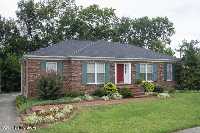 9007 Thelma Ln, Jeffersontown, KY 40220 (#1483092) :: Team Panella