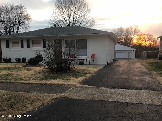 9810 Scrim Ave, Louisville, KY 40272 (#1498283) :: The Price Group