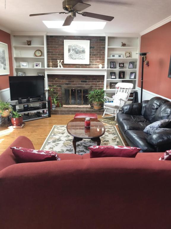 2204 Westridge Rd, Louisville, KY 40242 (#1498290) :: The Price Group