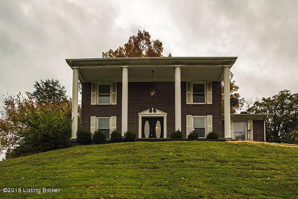 8609 Lakeridge Dr, Louisville, KY 40272 (#1519011) :: The Stiller Group