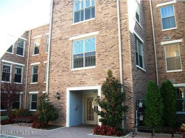 1915 Wrocklage Ave #302, Louisville, KY 40205 (#1567833) :: The Sokoler Team