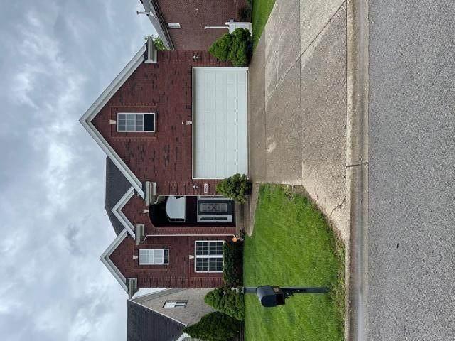 8402 Sunny Stone Ln, Louisville, KY 40299 (#1584514) :: Team Panella