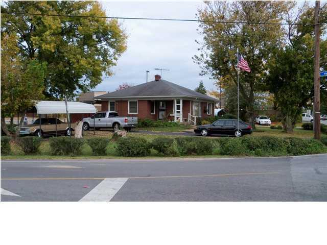 1815 Crums Ln, Louisville, KY 40216 (#1315844) :: Segrest Group