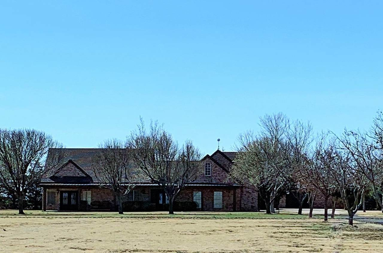 6676 Farm Road 1585 - Photo 1