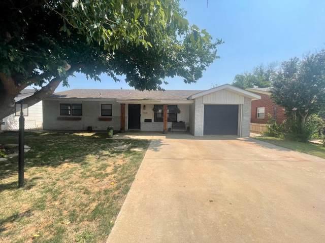 1545 W Lynn Street, Slaton, TX 79364 (MLS #202108125) :: Reside in Lubbock | Keller Williams Realty