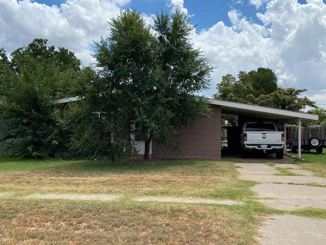 304 Pine Street, Levelland, TX 79336 (MLS #202108579) :: Better Homes and Gardens Real Estate Blu Realty