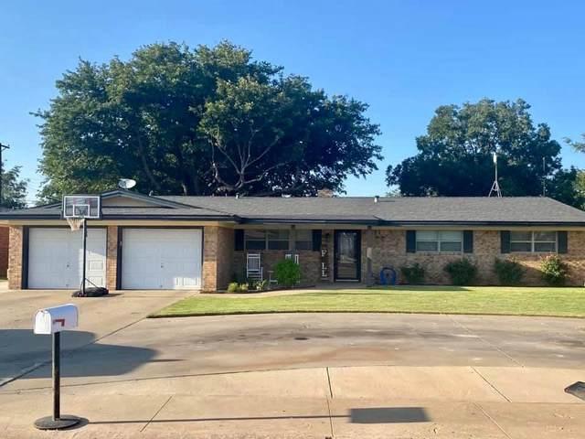 221 Redwood Lane, Levelland, TX 79336 (MLS #202109602) :: Lyons Realty