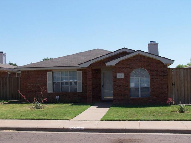 1015 Ironton, Lubbock, TX 79416 (MLS #201808121) :: McDougal Realtors
