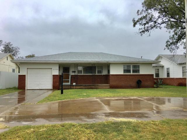 2702 W 4th Street, Plainview, TX 79072 (MLS #201809527) :: McDougal Realtors