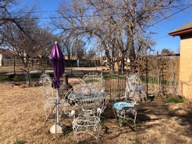 319 E Waylon Jennings Boulevard, Littlefield, TX 79339 (MLS #201900583) :: The Lindsey Bartley Team