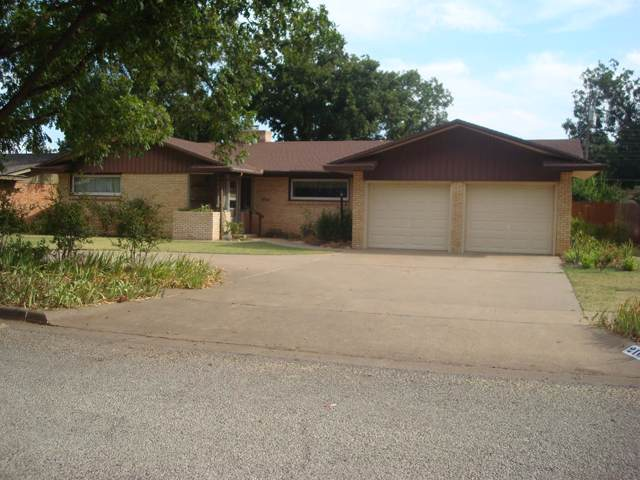 2105 55th Street, Lubbock, TX 79412 (MLS #201908085) :: Stacey Rogers Real Estate Group at Keller Williams Realty