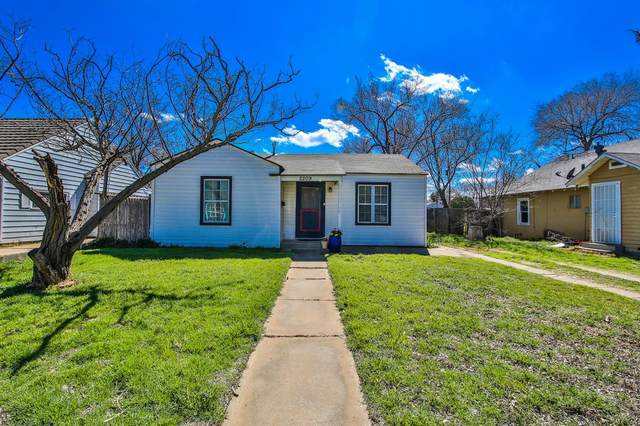 2209 25th Street, Lubbock, TX 79411 (MLS #202002178) :: Stacey Rogers Real Estate Group at Keller Williams Realty