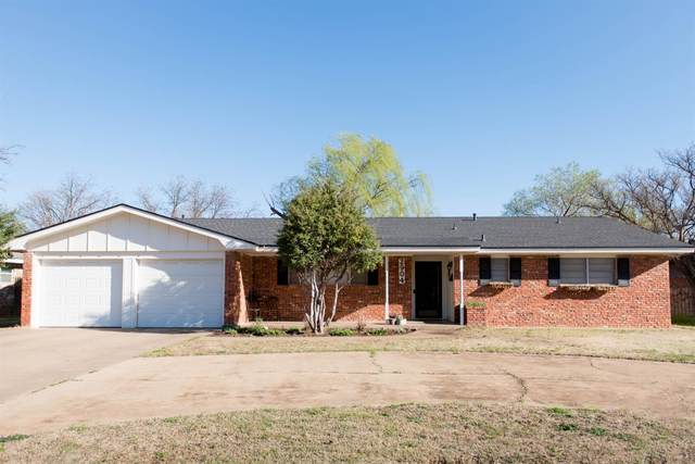 2904 W 16th, Plainview, TX 79072 (MLS #202002617) :: Stacey Rogers Real Estate Group at Keller Williams Realty