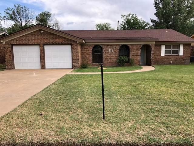 221 Sandalwood Lane, Levelland, TX 79336 (MLS #202008024) :: The Lindsey Bartley Team