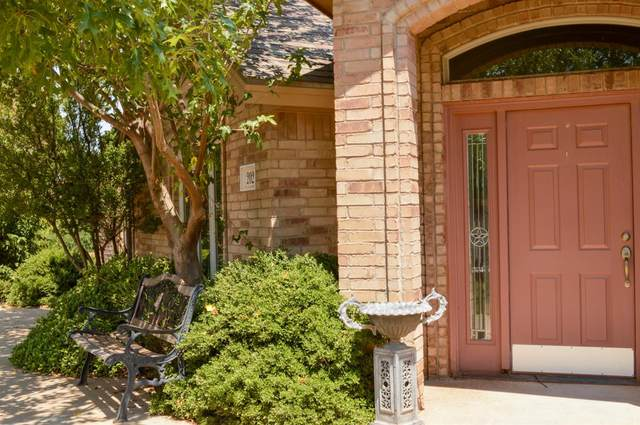 2029 Harvard, Levelland, TX 79336 (MLS #202008464) :: Better Homes and Gardens Real Estate Blu Realty