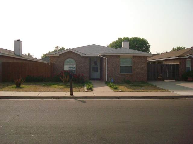1036 Iola Avenue, Lubbock, TX 79416 (MLS #202009232) :: Better Homes and Gardens Real Estate Blu Realty
