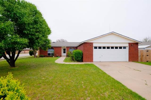 2401 94th Street, Lubbock, TX 79423 (MLS #202009509) :: Stacey Rogers Real Estate Group at Keller Williams Realty