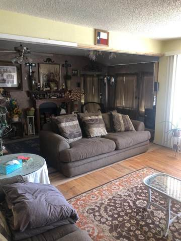 318 77th Street, Lubbock, TX 79404 (MLS #202102819) :: McDougal Realtors