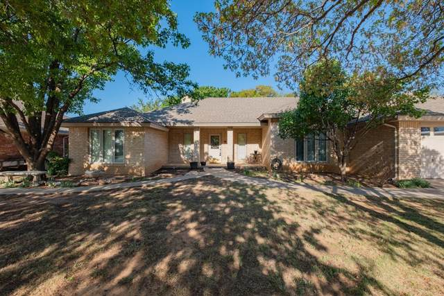 2028 Buffalo Drive, Levelland, TX 79336 (MLS #202003395) :: Better Homes and Gardens Real Estate Blu Realty