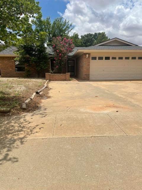 1210 E Ward Street, Brownfield, TX 79316 (MLS #202106839) :: Reside in Lubbock | Keller Williams Realty