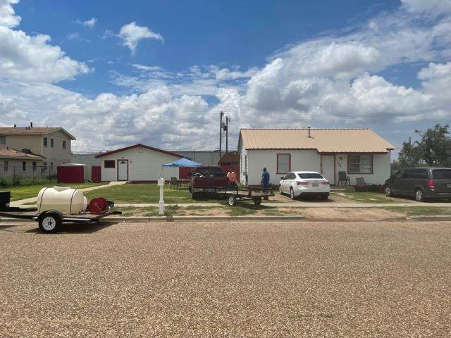1310 E 17th Street, Lubbock, TX 79403 (MLS #202106933) :: Stacey Rogers Real Estate Group at Keller Williams Realty
