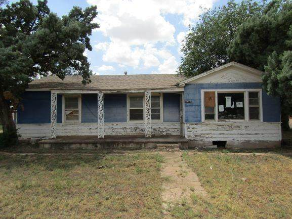 1302 Ferrell, Plains, TX 79355 (MLS #202108057) :: Better Homes and Gardens Real Estate Blu Realty