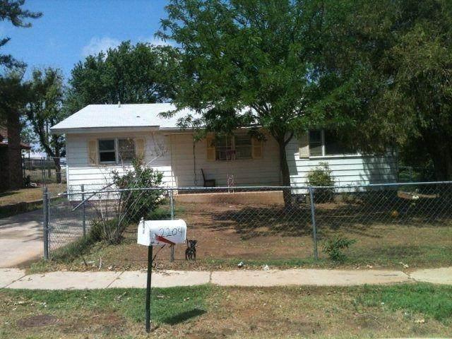 2204 Date Avenue, Lubbock, TX 79404 (MLS #202110794) :: Rafter Cross Realty