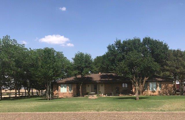 9606 N County Road 3300, Idalou, TX 79329 (MLS #201804225) :: Lyons Realty