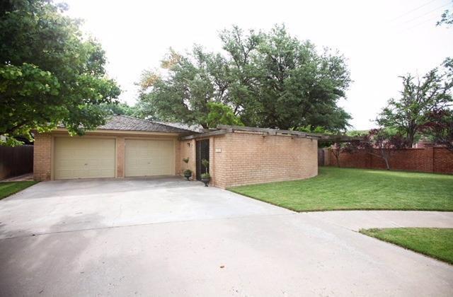 227 Zoar Avenue, Lubbock, TX 79416 (MLS #201805108) :: Lyons Realty