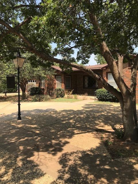 1217 E Cardwell Street, Brownfield, TX 79316 (MLS #201807341) :: Lyons Realty