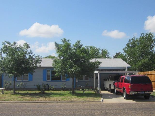 1909 W 17th Street, Plainview, TX 79072 (MLS #201808847) :: Lyons Realty