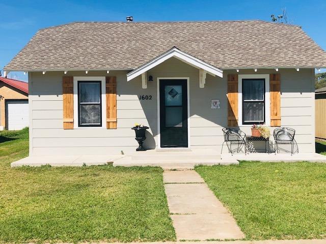 1602 W 7th, Plainview, TX 79072 (MLS #201808891) :: Lyons Realty