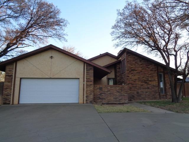 3406 Grandview Street, Plainview, TX 79072 (MLS #201903559) :: McDougal Realtors