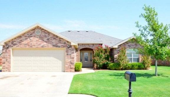 10105 Elkhart Avenue, Lubbock, TX 79424 (MLS #201905446) :: Lyons Realty