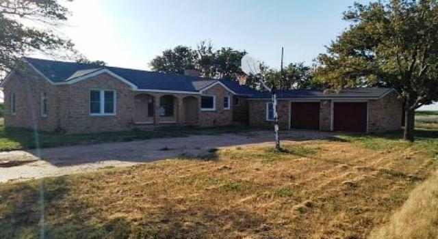 3020 County Road 105, Plainview, TX 79072 (MLS #201906400) :: The Lindsey Bartley Team